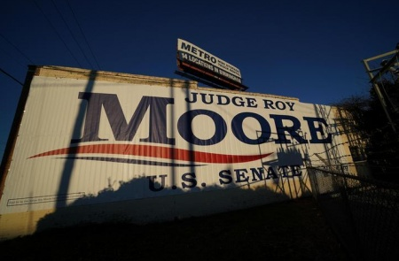 Trump records 'robo-call' for Moore