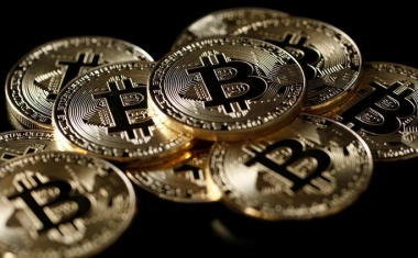 Bitcoin slips to around $16,300, futures volumes drop