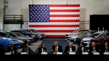 U.S. President Donald Trump talks with auto industry leaders, including General Motors CEO Mary Barra (4th L) and United Auto Workers (UAW) President Dennis Williams (4th R) at the American Center for Mobility in Ypsilanti Township, Michigan, U.S. on Marc