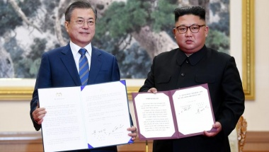 South Korean President Moon Jae-in and North Korean leader Kim Jong Un pose for photographs with the joint statement in Pyongyang, North Korea, September 19, 2018. Pyeongyang Press Corps/Pool via REUTERS