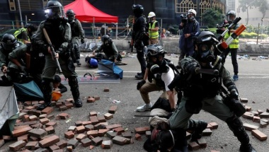 Hong Kong protesters pinned back on campus