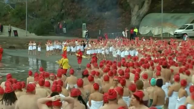 Close to 2000 people bared all and plunged into the chilly waters on the Australian island state of Tasmania on Saturday (June 22) for the annual nude winter solstice swim. Rough cut (no reporter narration).