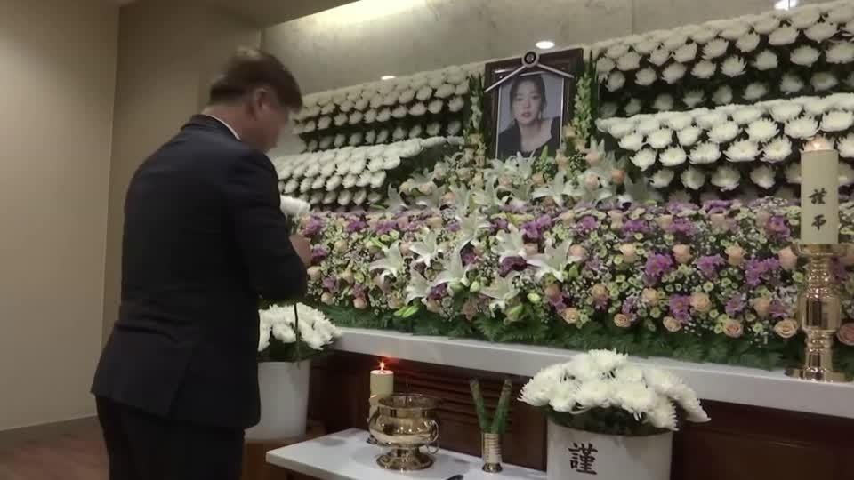 クハラ 葬儀