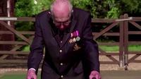 ムーア トム 【イタすぎるセレブ達】エリザベス女王、トム・ムーアさん(100)に勲章を授与 43億円以上の寄付金集めた英ヒーローにナイトの爵位