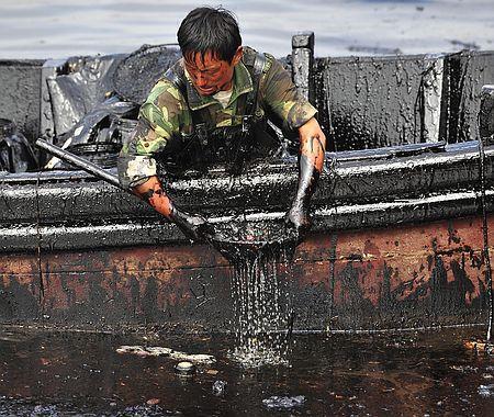 中国が石油流出での汚染被害リスク調査 | Reuters