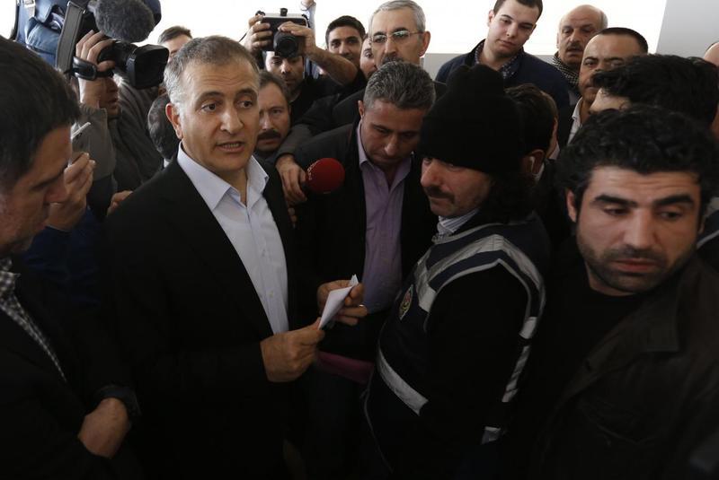 Turkish police raid media close to cleric rival Gulen, detain 24