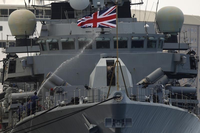コラム:最強を誇った英国海軍「凋落」の教訓 | Reuters