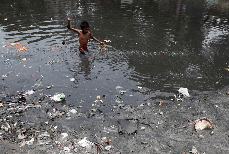 More than 300 million at risk of life-threatening diseases from dirty water:  U.N. | Reuters