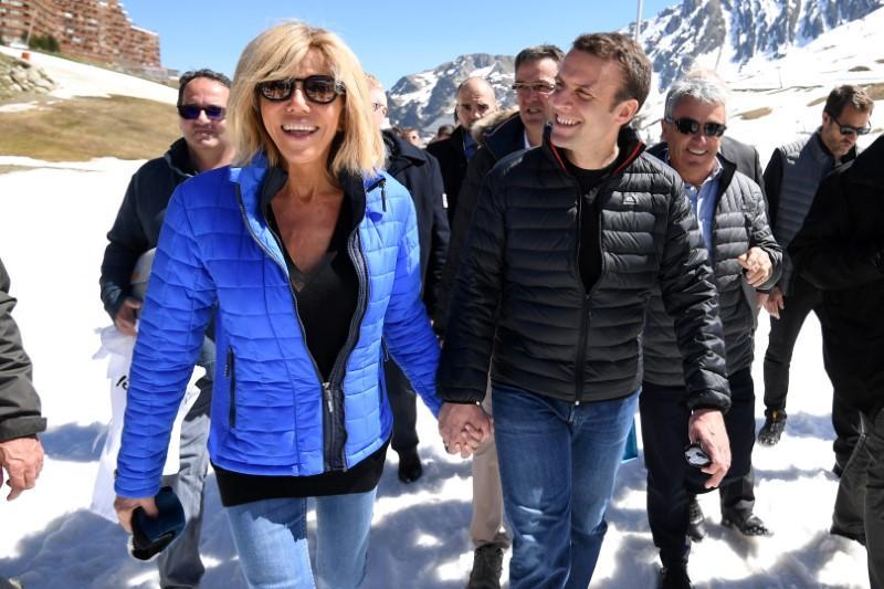 France S Macron Defied Parental Veto On Schoolboy Love Affair With Teacher Reuters