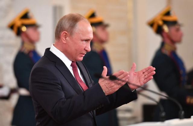 Kremlin Shrugs Off Rare Dent In Putin S Ratings Over Retirement Age Hike