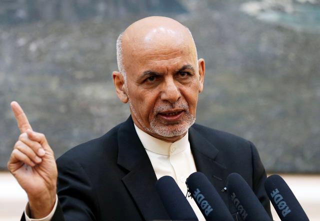 FOTO DEL ARCHIVO: El presidente afgano Ashraf Ghani habla durante una conferencia de prensa en Kabul, Afganistán el 15 de julio de 2018. REUTERS / Mohammad Ismail