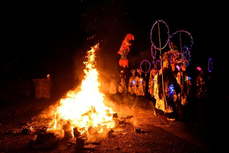 Irish pagans celebrate Halloween precursor Samhain with fire procession | Reuters