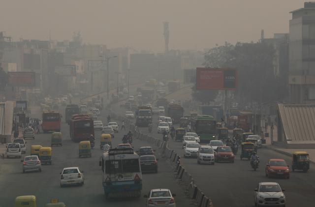 Vehicles drive through smog in New Delhi, India, November 8, 2018. REUTERS/Anushree Fadnavis