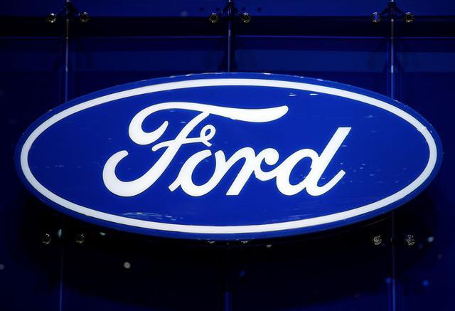 Foto de archivo. El logo de Ford en el puesto de la compañía en la Feria Internacional Automotriz de Ginebra, 7 de marzo de 2018. REUTERS/Denis Balibouse