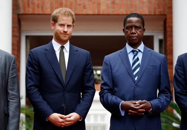 El príncipe Enrique de Inglaterra se reúne con el presidente de Zambia, Edgar Lungu, en Lusaka, Zambia. 26 de noviembre, 2018. REUTERS/Sumaya Hisham