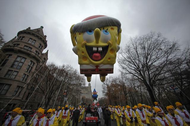 Un globo de Bob Esponja flota en Nueva York durante un desfile del Día de Acción de Gracias. Imagen de archivo. 27 de noviembre de 2014. REUTERS/Eduardo Muñoz