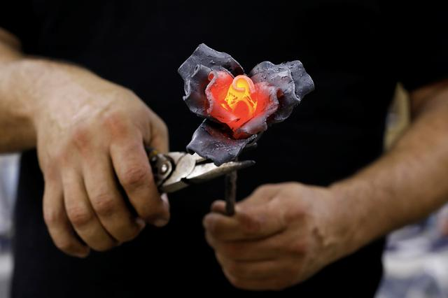 FILE PHOTO: Israeli metal sculptor Yaron Bob crafts a rose at his studio in Yated, southern Israel October 21, 2018. REUTERS/Amir Cohen