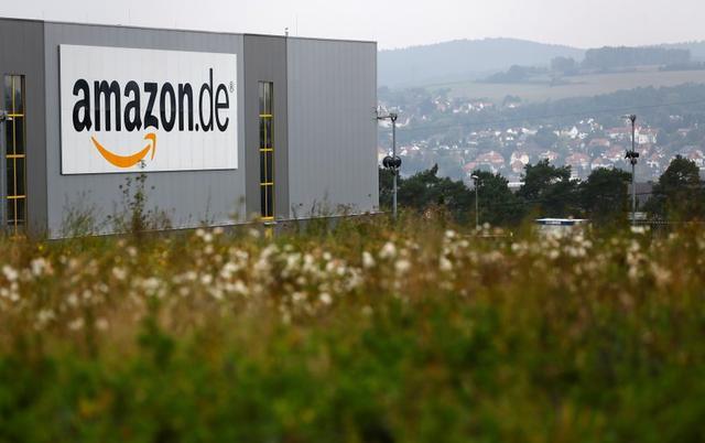 Foto de archivo. Vista general del centro de distribución de Amazon.de en Bad Hersfeld, Alemania. 22 de septiembre de 2014. REUTERS/Kai Pfaffenbach