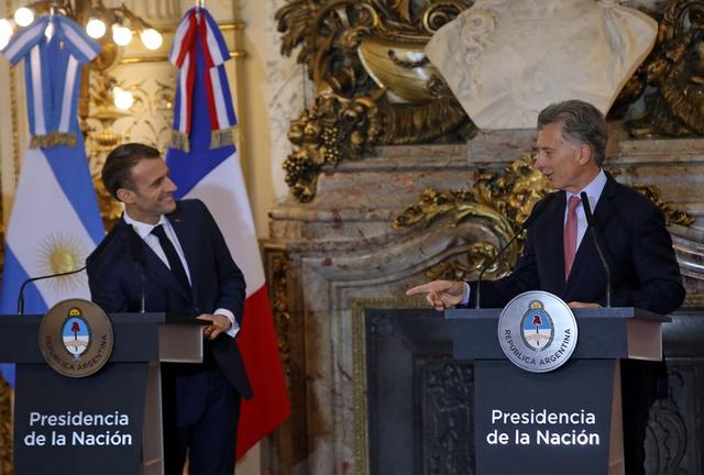 El presidente de Argentina, Mauricio Macri, y el mandatario de Francia, Emmanuel Macron, durante una conferencia de prensa conjunta antes de la cumbre del G-20, en Buenos Aires, Argentina, Noviembre 29, 2018. REUTERS/Agustin Marcarian