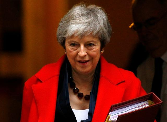 La primera ministra británica, Theresa May, deja el Número 10 en Downing Street en Londres, Gran Bretaña, 28 de noviembre del 2018. REUTERS/Henry Nicholls