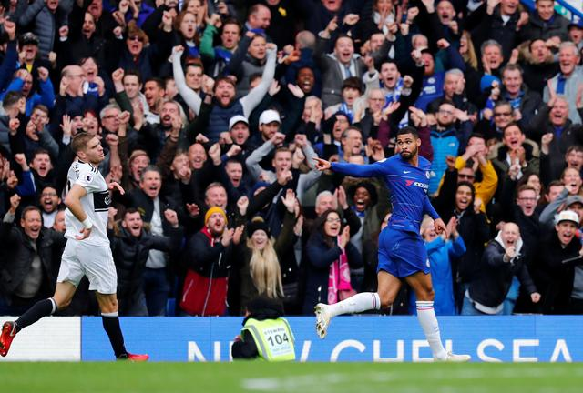 Soccer Chelsea Beat Fulham 2 0 With Goals From Pedro And Loftus Cheek