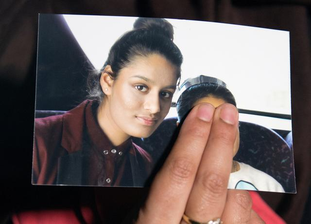 FILE PHOTO: Renu Begum, sister of teenage British girl Shamima Begum, holds a photo of her sister as she makes an appeal for her to return home at Scotland Yard, in London, Britain February 22, 2015. REUTERS/Laura Lean/Pool