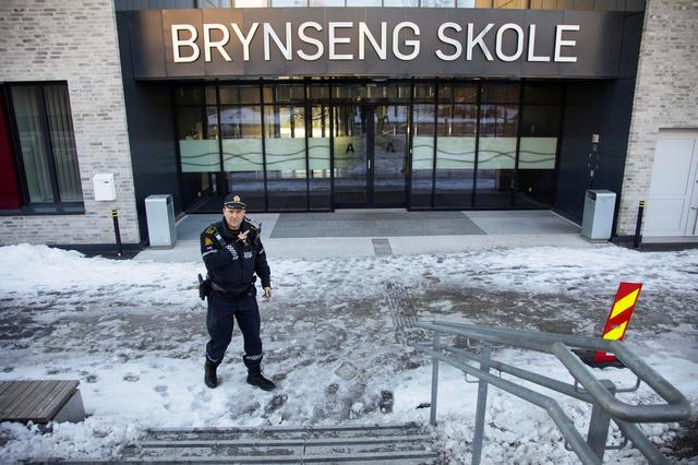A policeman gestures outside Brynseng School after an attacker armed with a knife injured a teacher and three other staff, in Oslo, Norway March 19, 2019. Jon Eeg/NTB Scanpix/via REUTERS   ATTENTION EDITORS - THIS IMAGE WAS PROVIDED BY A THIRD PARTY. NORWAY OUT. NO COMMERCIAL OR EDITORIAL SALES IN NORWAY.