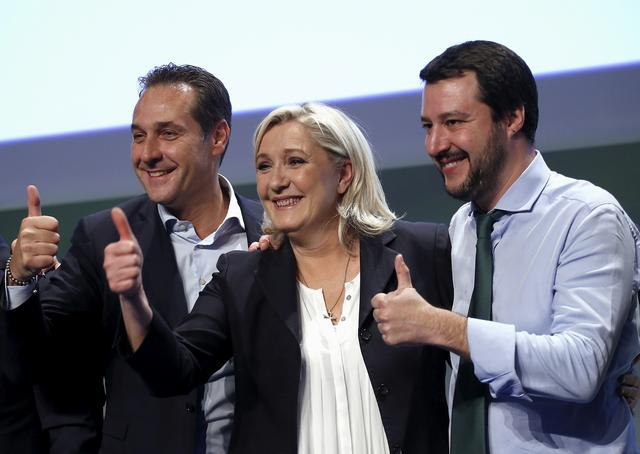 FILE PHOTO: Italian far-right leader Matteo Salvini (R), French far-right leader Marine Le Pen (C) and Austrian far-right leader Heinz-Christian Strache give a thumbs up at the end of the Europe of Nations and Freedom meeting in Milan, January 28, 2016. REUTERS/Alessandro Garofalo/File Photo