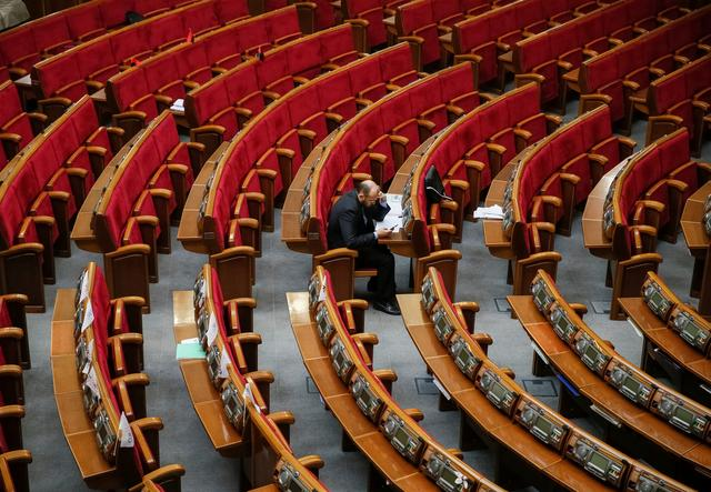 A lawmaker uses his mobile phone before a new session of Ukrainian parliament in Kiev, Ukraine September 6, 2016. Picture taken September 6, 2016.  REUTERS/Gleb Garanich