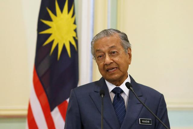 FILE PHOTO: Malaysia's Prime Minister Mahathir Mohamad speaks during a joint news conference with Singapore's Prime Minister Lee Hsien Loong (not pictured) in Putrajaya, Malaysia April 9, 2019. REUTERS/Lai Seng Sin/File Photo