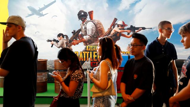 FILE PHOTO: People attend the PUBG Global Invitational 2018, the first official esports tournament for the computer game PlayerUnknown's Battlegrounds in Berlin, Germany, July 26, 2018.  REUTERS/Fabrizio Bensch/File Photo