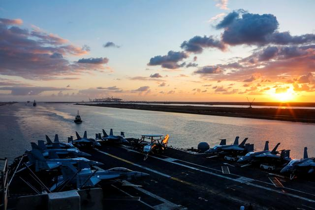 The Nimitz-class aircraft carrier USS Abraham Lincoln transits the Suez Canal in Egypt, May 9, 2019. Dan Snow/U.S. Navy/Handout via REUTERS