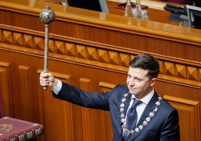 Ukraine's President-elect Volodymyr Zelenskiy takes the oath of office during his inauguration ceremony in the parliament hall in Kiev, Ukraine May 20, 2019.  REUTERS/Valentyn Ogirenko