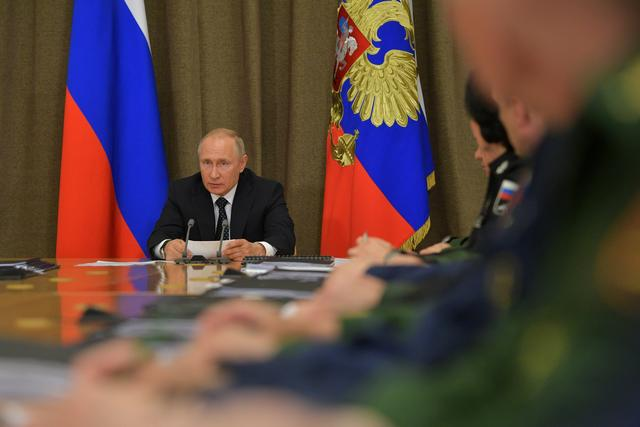 FILE PHOTO:  Russian President Vladimir Putin chairs a meeting on military aviation in Sochi, Russia May 15, 2019.  Sputnik/Alexei Druzhinin/Kremlin via REUTERS