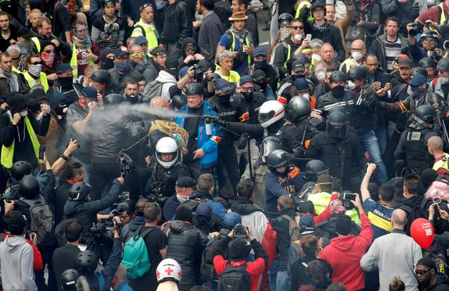 FILE PHOTO: French police apprehend protesters during the May Day march involving French unions and yellow vest protesters in Paris, France, May 1, 2019. REUTERS/Philippe Wojazer/File Photo
