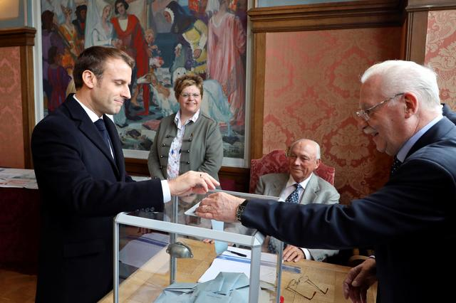 FILE PHOTO: French president Emmanuel Macron casts his ballot at a polling station as part of the vote for the European parliamentary election in Le Touquet, France May 26, 2019. Ludovic Marin/Pool via REUTERS