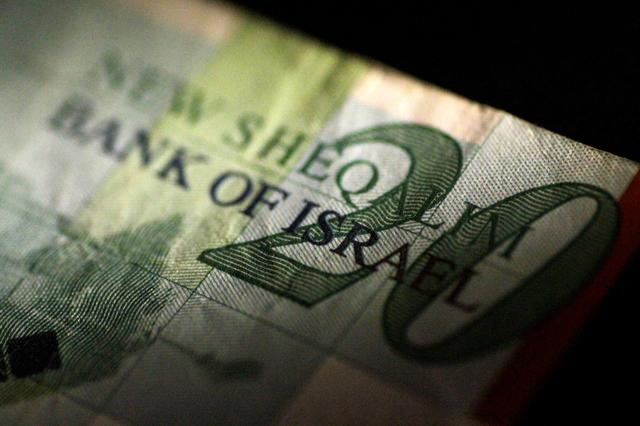 An Isreal Shekel note is seen in this June 22, 2017 illustration photo.   REUTERS/Thomas White/Illustration