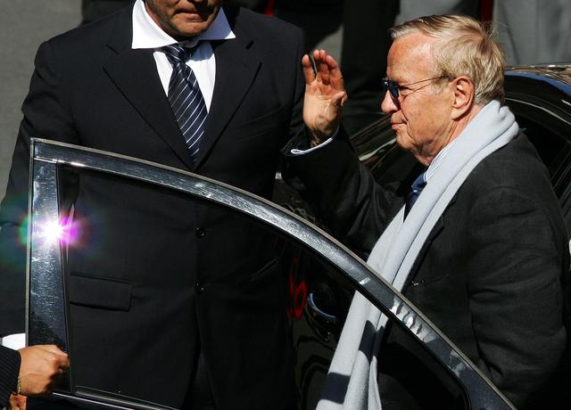 FILE PHOTO: Italian director Franco Zeffirelli arrives to attend Luciano Pavarotti's funeral at the cathedral of Modena September 8, 2007. REUTERS/Daniele La Monaca/File Photo