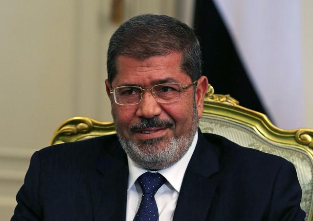 FILE PHOTO: Egypt's President Mohamed Mursi participates in a meeting with U.S. Defense Secretary Leon Panetta at the presidential palace in Cairo July 31, 2012. REUTERS/Mark Wilson/File Photo