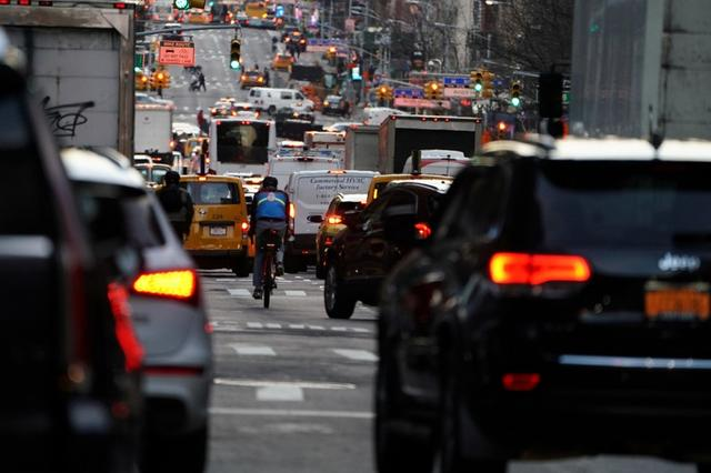 FILE PHOTO: Traffic is pictured at twilight along 2nd Ave. in the Manhattan borough of New York, U.S., March 27, 2019. REUTERS/Carlo Allegri