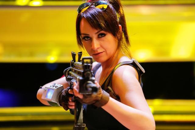 Una mujer asiste a una convención de videojuegos en Los Angeles, Estados Unidos, disfrazada de uno de los personajes de Fortnite. 12 de junio de 2018. REUTERS/Mike Blake