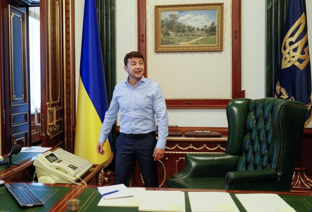 Ukraine's President Volodymyr Zelenskiy is seen at his desk in his office at the Presidential Administration building in Kiev, Ukraine June 19, 2019.  REUTERS/Valentyn Ogirenko