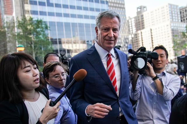 FILE PHOTO: New York City Mayor and Democratic Presidential candidate Bill de Blasio leaves a rally against new restrictions on abortion passed by legislatures in eight states including Alabama and Georgia, in New York City, U.S., May 21, 2019. REUTERS/Jeenah Moon/File Photo