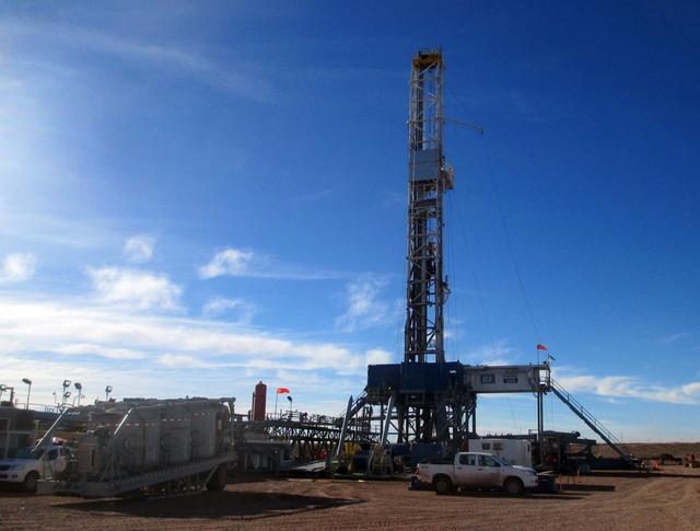 Foto de Archivo. Sitio de perforación de la petrolera estatal YPF Loma Campana en la formación Vaca Muerta, en la provincia patagónica de Neuquén, Argentina 22 de junio, 2017. REUTERS/Juliana Castilla