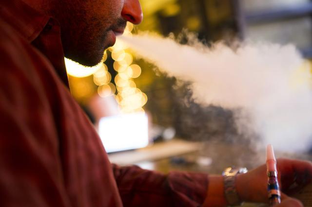 A customer puffs on an e-cigarette at the Henley Vaporium in New York City December 18, 2013. REUTERS/Mike Segar