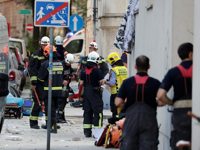 Rescue teams arrive at the site where a building collapsed in Vienna, Austria June 26, 2019.  REUTERS/Leonhard Foeger