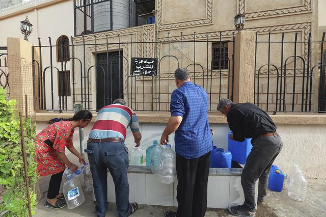 People fill gallons with water during a water shortage in Tripoli, Libya June 13, 2019. REUTERS/Hazem Ahmed