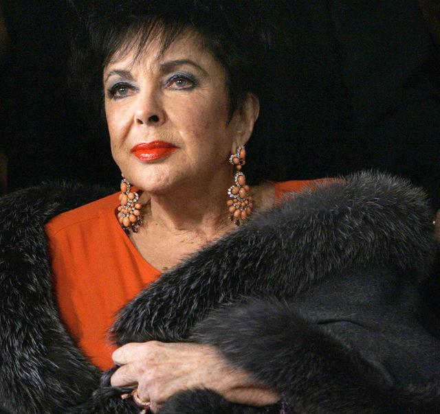 Elizabeth Taylor arrives for a play in Los Angeles in this December 1, 2007 file photo.  REUTERS/Mario Anzuoni/Files