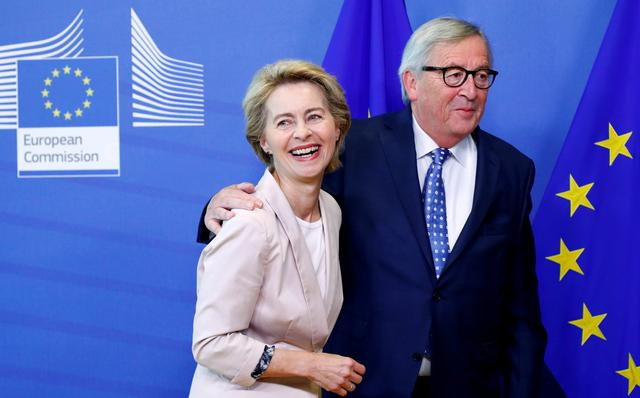 FILE PHOTO: German Defense Minister Ursula von der Leyen, who has been nominated as European Commission President, poses with EU Commission President Jean-Claude Juncker at the EU Commission headquarters in Brussels, Belgium, July 4, 2019. REUTERS/Francois Lenoir/File Photo