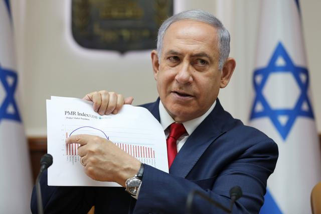 Israeli Prime Minister Benjamin Netanyahu points to a graph during the weekly cabinet meeting in Jerusalem July 7, 2019. Abir Sultan/Pool via REUTERS